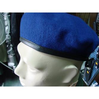 Барета от немската армия , 100% вълна , кожен кант , цвят светло син .