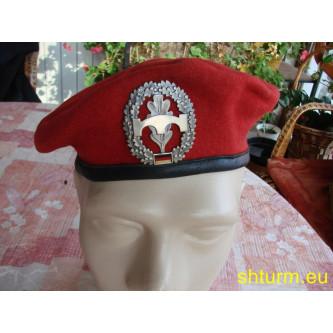 Барета червена , немска армия .