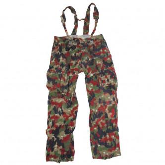 Панталон , камуфлажен , с презрамки , от армията на Швейцария , ползван .