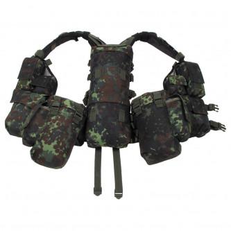 Тактическа жилетка , BW camo    , с различни по размер стационарни джобове .