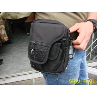 Чанта , тактическа , с вътрешен кобур , за носене през рамо и на колан .