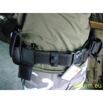 Полицейски колан , окомплектован с 9 тактически модула .